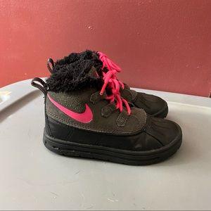 Nike ACG Woodside Chukka II Black and Grey Girls Boots Size 10